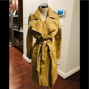 TRENCH WITH SLEEVE STRIPES DETAIL